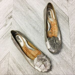 BORN | Pewter Silver Flower Flats Size 6.5